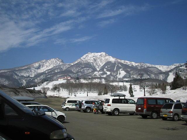 赤倉観光ホテルスキー場の駐車場より妙高山を見るっ♪