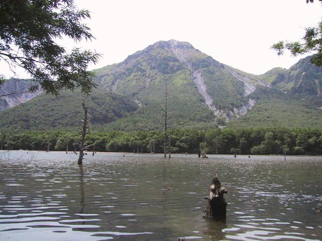 大正池から見た焼岳
