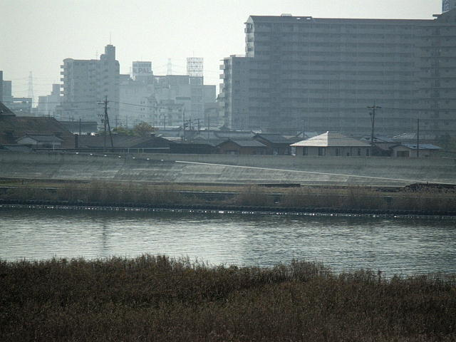 揖斐川の流れと桑名市街♪