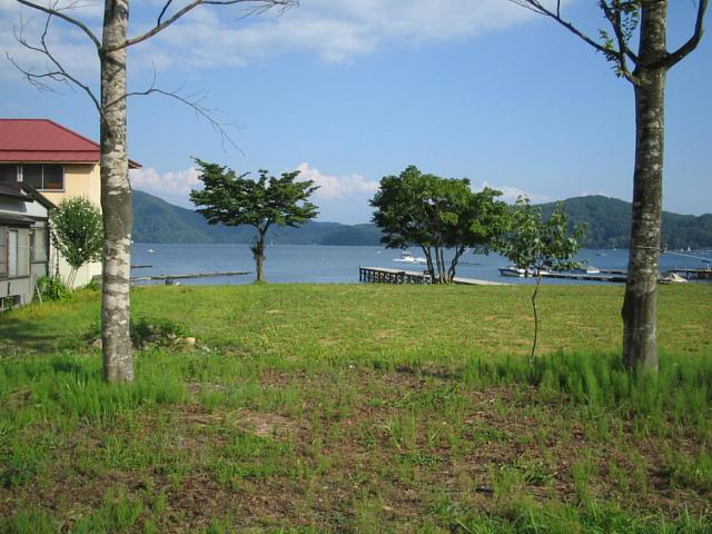 宮川旅館の駐車場より野尻湖を見る♪