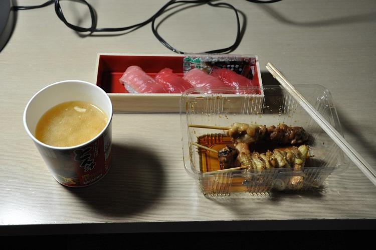 夕食第2弾(本まぐろ寿司&焼き鳥&豚汁)♪