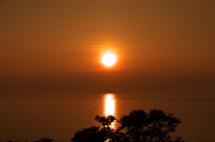 部屋から見える夕日♪