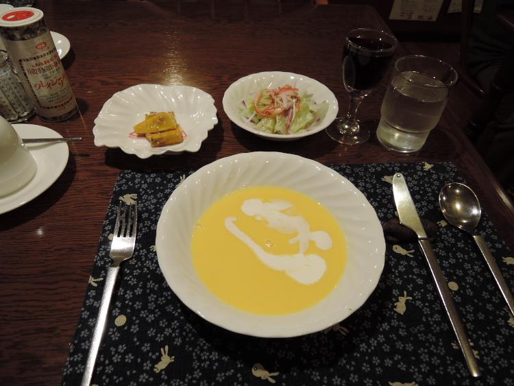 スープとサラダと大学芋♪