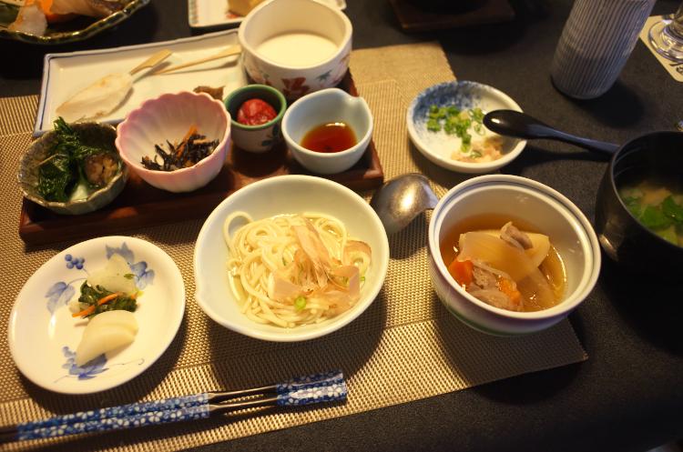 朝食 (うーめん・紫蘇巻き・笹かま)♪