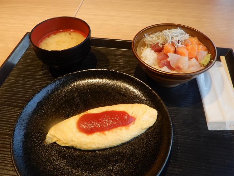 オムレツ&海鮮のっけ丼&汁物♪